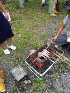 小魚も炭火で塩焼きにすると絶品です